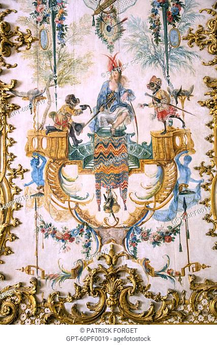 THE APES SERVING THE HUMANS, CARICATURE OF THE NOBILITY REPRESENTED IN THEIR DAILY ACTS, DETAIL OF THE WOODWORK PAINTED BY CHRISTOPHE HUET IN 1737 IN THE GRANDE...