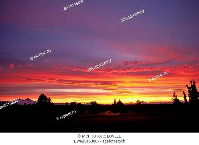 SUNSET over the CASCADES of CENTRAL OREGON, USA, Oregon, Bend
