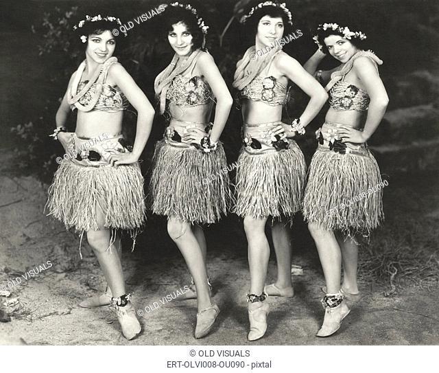 Hawaiian dancers (OLVI008-OU090-F)