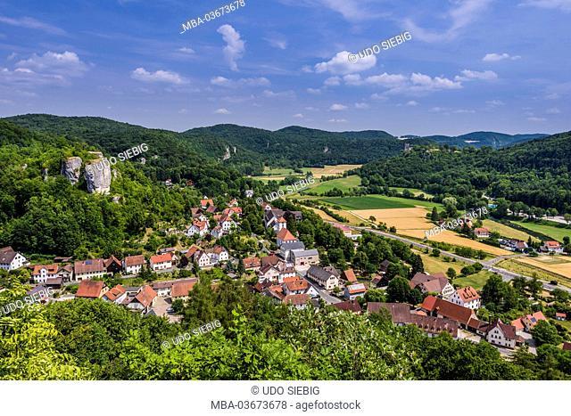 Germany, Bavaria, Upper Franconia, Franconian Switzerland, Markt Wiesenttal (municipality), district Streitberg, view to the Wiesenttal (municipality) with...