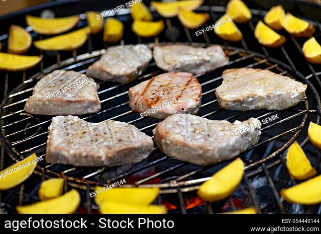 grilled tuna with potatoes on garden grill