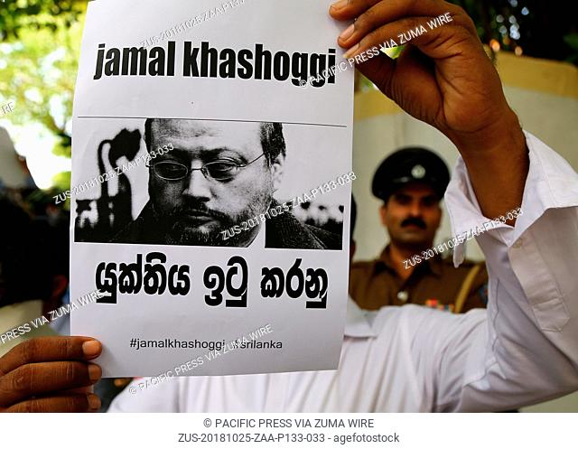 October 25, 2018 - Sri Lanka - A member of Sri Lankan web journalist association holds a placard during a protest condemning the murder of slain journalist...