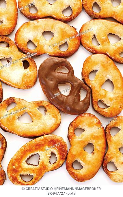 Pretzels made of filo pastry, chocolate icing