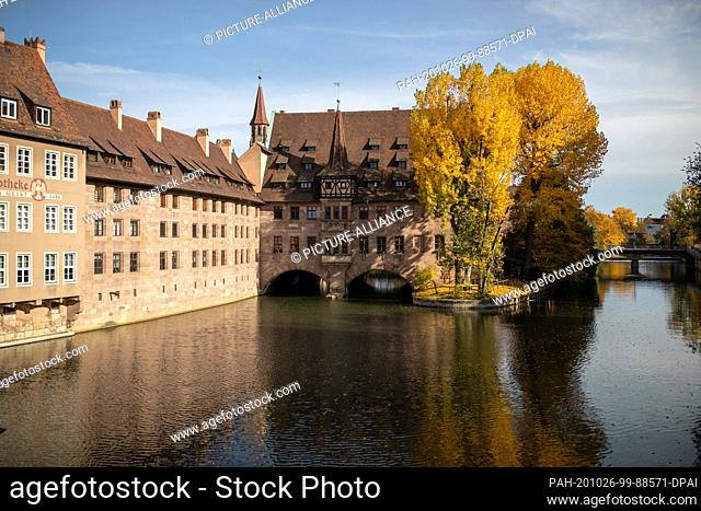 25 October 2020, Bavaria, Nuremberg: The Holy Spirit Hospital on the Pegnitz in the old town. Nuremberg wants to become the cultural capital in 2025