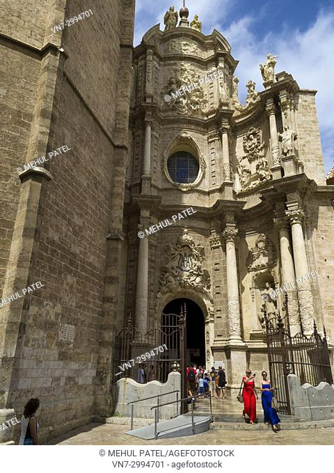 Puerta de los Hierros, the main visitors entrance to Valencia Cathedreal, Cuitat Vella, Valencia, Spain. The Cathedral situated in the Ciutat Vella, old town