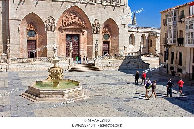square in front of the western fassade of the cathedral, Spain, Kastilien und Len, Burgos