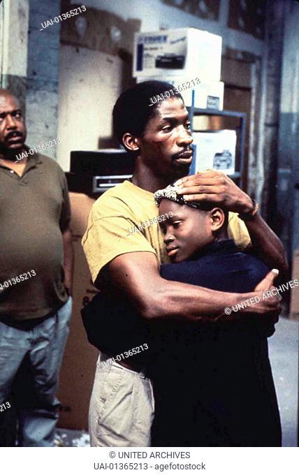 Christian Coleman, Glen Plummer Bobby (Glenn Plummer,m) wird aus dem Gefaengnis entlassen; Jimmy (Christian Coleman) lernt seinen Vater erst jetzt kennen