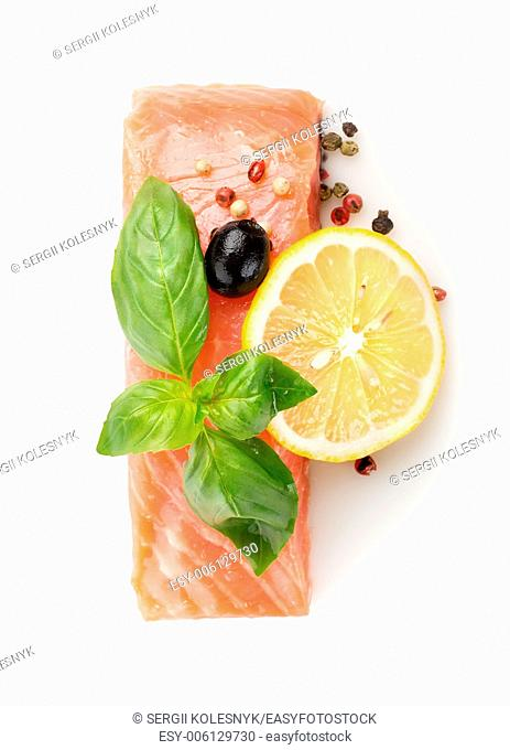 Fillet of salmon with lemon, olive and spices