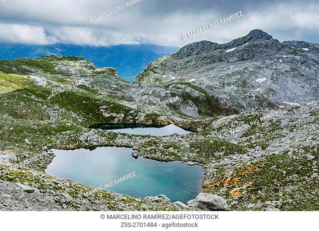 Lagos de Lloroza. PR-PNPE 24 - Route Aliva ports. Picos de Europa, Cantabria, Spain, Europe
