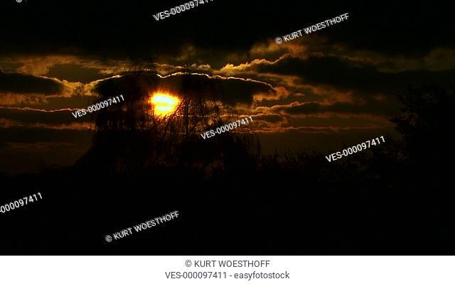 Sonnenuntergang oranger Himmel Halbtotale Zeitraffer