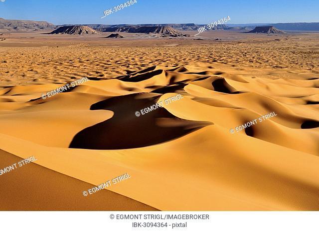 Morning light on sanddunes at Erg Tihoulahoun, Erg Tihoulahoun, Immidir or Mouydir, Sahara, Tamanrasset Province, Algeria