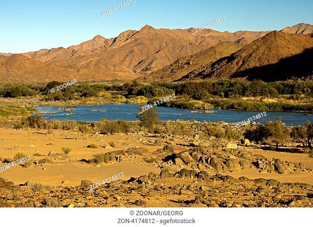 Im Tal des Orange-Fluss im Richtersveld Transfrontier National Park, Blick über den Fluss nach Namibia, Südafrika / Valley od the Orange River in the...