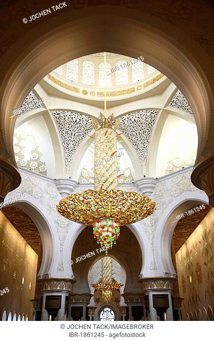 World's largest Swarovski chandelier with over 1 million crystals, interior of the Sheikh Zayed Mosque, Abu Dhabi, United Arab Emirates, Middle East
