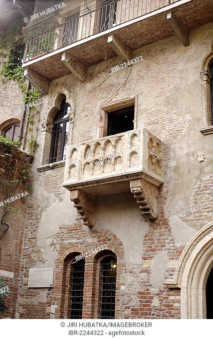 Juliet's balcony, Juliet's parents' house, Romeo and Juliet, a drama by William Shakespeare, Verona, Veneto region, Italy, Europe
