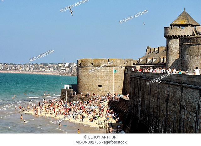 France, Brittany, Saint Malo, Bidouane tower and beach