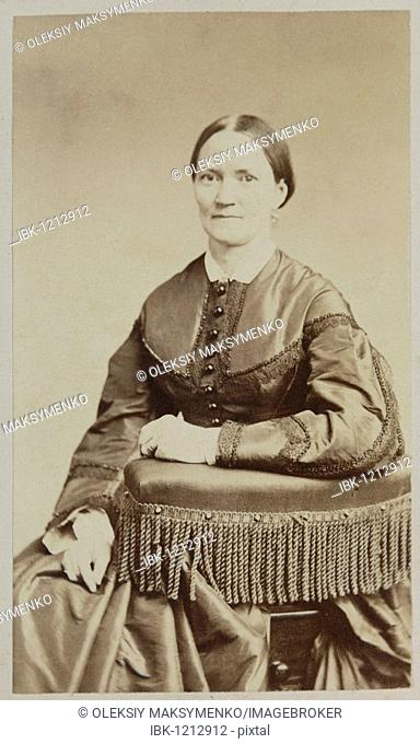 Closeup of a 19th century vintage photo of an American woman