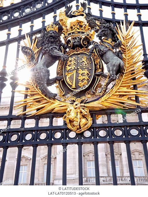 There are imposing high ornamented gates outside Buckingham Palace,the Queen's official London residence