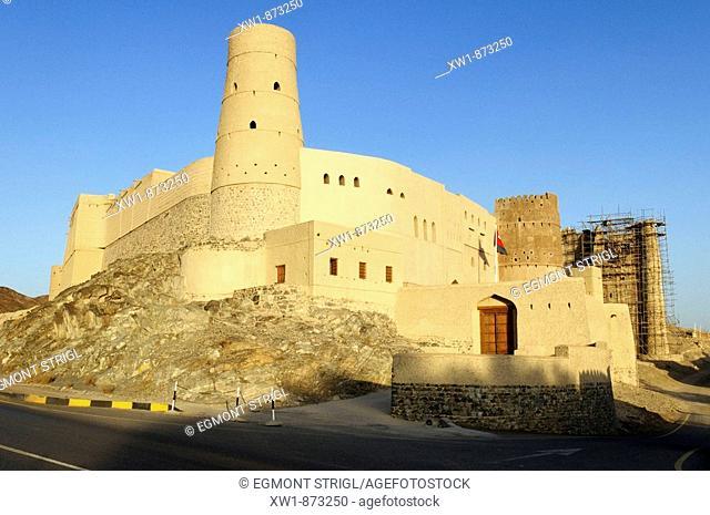 historic adobe fortification, Bahla fort or castle, UNESCO World Heritage Site, Hajar al Gharbi Mountains, Dhakiliya Region, Sultanate of Oman, Arabia