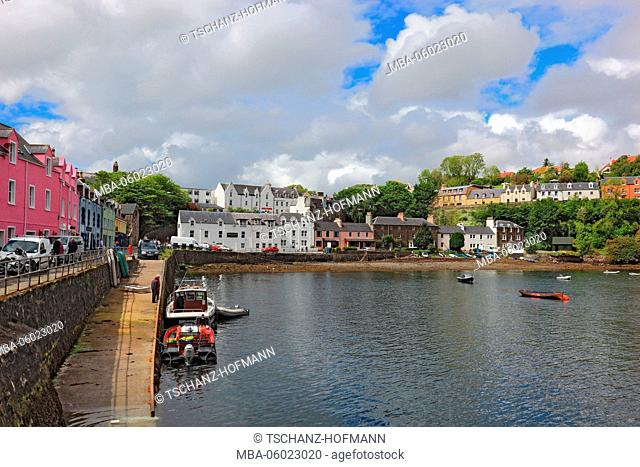 Scotland, the Inner Hebrides, Isle of Skye, Portree city, houses in the harbor
