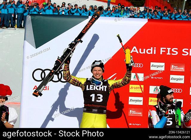 Florian Wilmsmann (TSV Hartpennin) bejubelt seinen zweiten Platz beim FIS Ski Cross Weltcup auf dem Feldberg