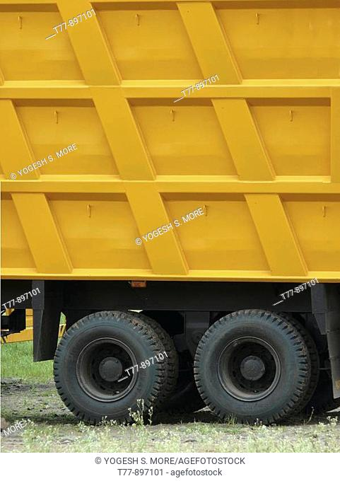 Truck trolly used to lift very heavy material  India