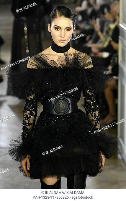 Elie Saab runway show during Paris Fashion Week, AW19, Autumn Winter 2019 collection - Paris, France 02/03/2019   usage worldwide. - Paris/France
