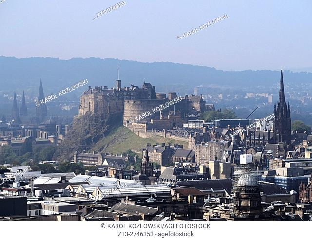 UK, Scotland, Edinburgh, Holyrood Park, View towards the Old Town and Edinburgh Castle