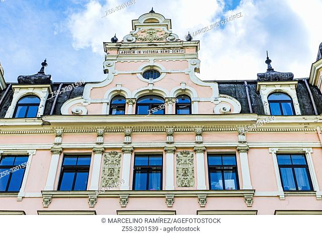 Art nouveau architecture in Riga - Old building, Latin sophism: Laborem in victoria nemo sentit - Winners have no problems