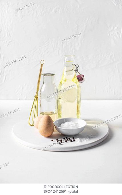 Ingredients for making mayo, eggs, oil (sunflower oil), white wine vinegar, salt and pepper