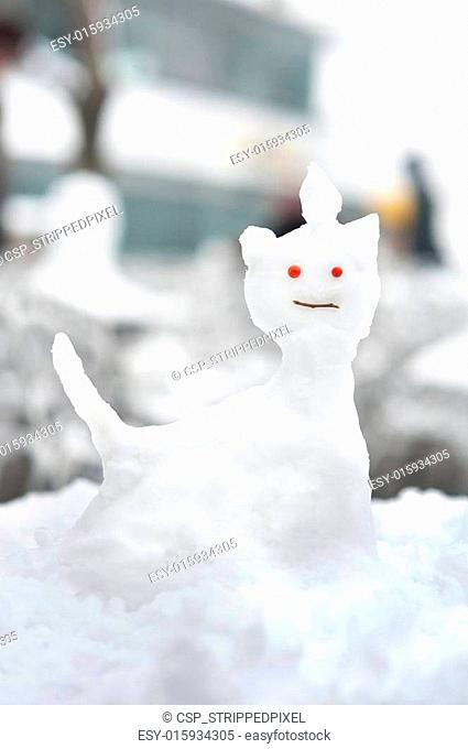 Small snow sculpture in the shape of a cat