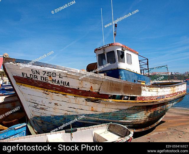 Traditionelles Fischerboot im Fischereihafen von Sines
