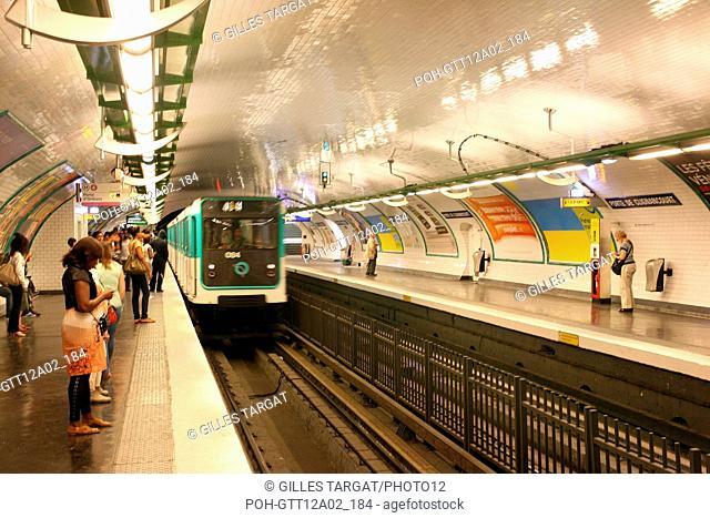 France, ile de france, paris, 18e arrondissement, metro ligne 4, porte de clignanourt, Date : 2011-2012 Photo Gilles Targat