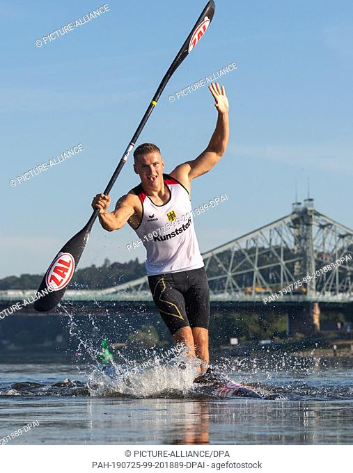 25 July 2019, Saxony, Dresden: Tom Liebscher, Olympic Canoe Champion, drops down the Elbe River during training for the World Championships