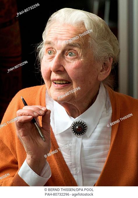 Ursula Haverbeck-Wetzel, mehrfach verurteilte Holocaustleugnerin, sitzt am 27.05.2016 als Zuschauerin im Verhandlungssaal in Detmold (Nordrhein-Westfalen)