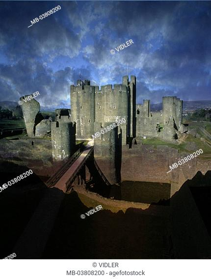 Great Britain, Wales, Cardiff,  Cardiff Castle, cloud mood, [M] Europe, palace, castle, fortress, built heaven 1093, Norman style, architecture, moat
