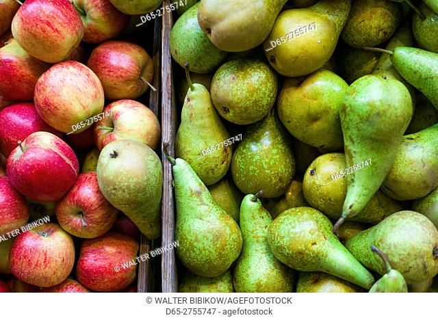 Netherlands, Amsterdam, Nine Streets area, apples and pears
