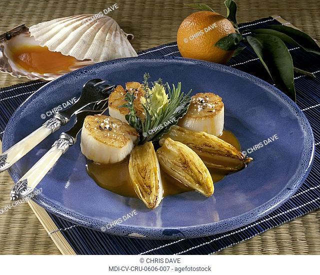 Sea scallop nuts with endives and a blood orange juice: coriander, thyme, butter