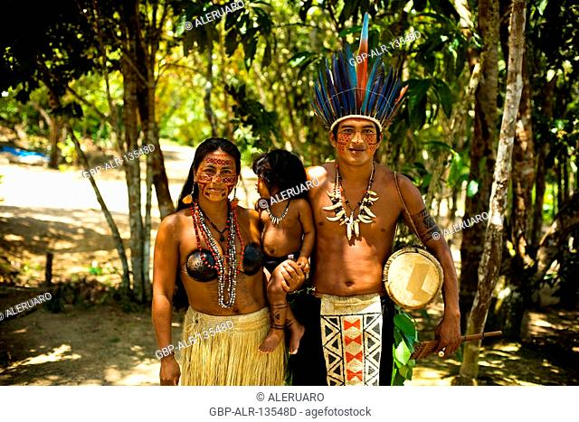 Indigenous family, Dessano Tribe, Tupé Community, Manaus, Amazônia, Amazonas, Brazil