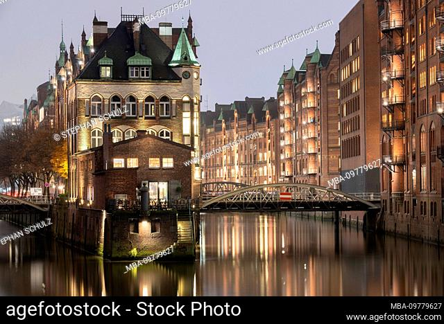 Germany, Hamburg, view of the moated castle in the historic warehouse district, also called Wasserschlösschen, Hafencity