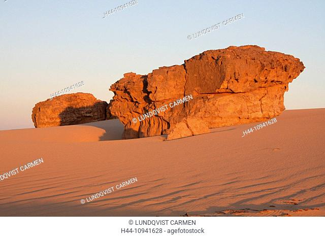 Algeria, Africa, north Africa, desert, sand desert, Sahara, Tamanrasset, Hoggar, Ahaggar, rock, rock formation, Tassili du Hoggar, morning, morning sun, sand