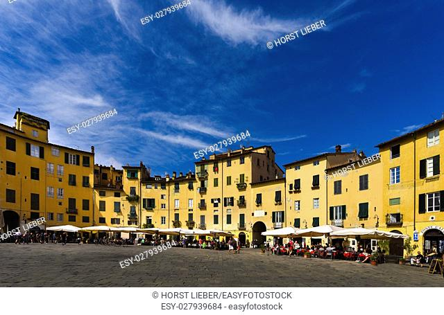 The ring of buildings around the square, follows the elliptical shape of the former second-century Roman amphitheater of Lucca
