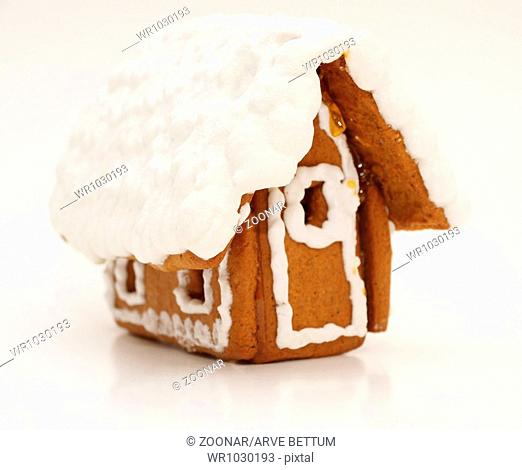 Gingerbread house, heavy icing