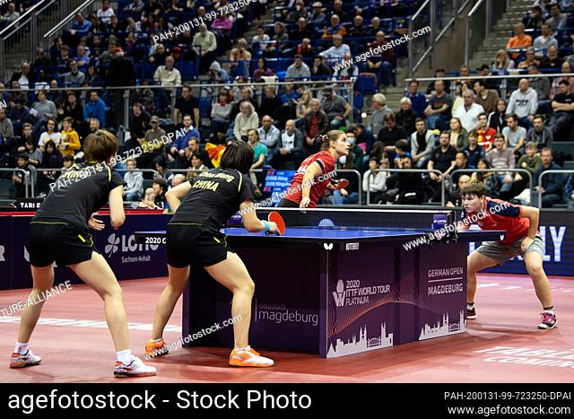 31 January 2020, Saxony-Anhalt, Magdeburg: Table tennis: German Open, women, doubles, semi-finals, Solja/Mittelham (Germany) - Chen/Wang (China)