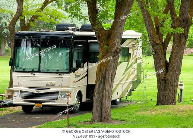 Motorhome, Deschutes River State Park, Columbia River Gorge National Scenic Area, Oregon