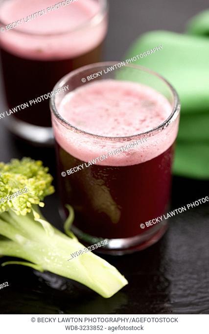 zumo de remolacha, brecol, acelga, hinojo y lechuga. / beet, breccia, chard, fennel and lettuce juice