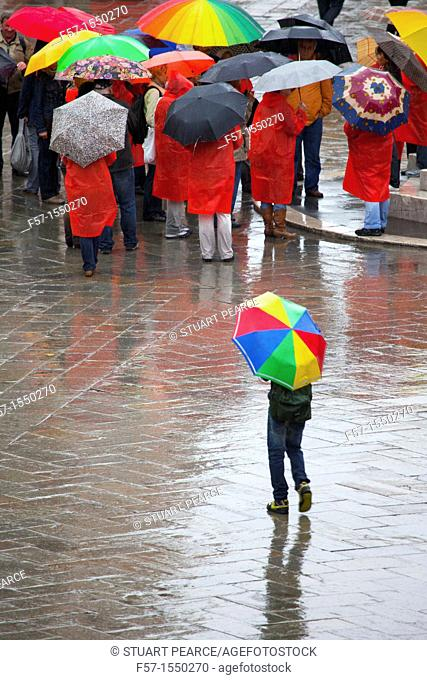 Walking in the rain, Venice