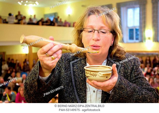 Sonja Leupold (50), the soup queen, trying her spicy tomato cream soup 'summer love' in Neudorf, Germany, 26 October 2014