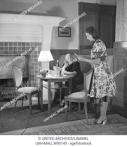 Die deutsche Schauspielerin Evelyn von Schoening beim Kuraufenthalt in der Villa Sommerberg in Bad Rippoldsau im Schwarzwald, Deutschland 1930er Jahre
