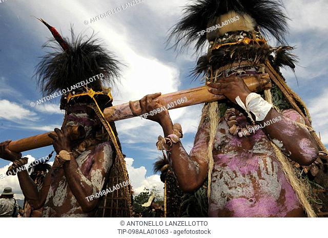 Papua New Guinea, highland festival, warriors with music instruments