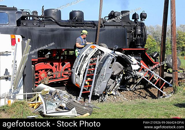 26 September 2021, Mecklenburg-Western Pomerania, Wittenbeck: After the collision of the Molli miniature railway with a mobile home